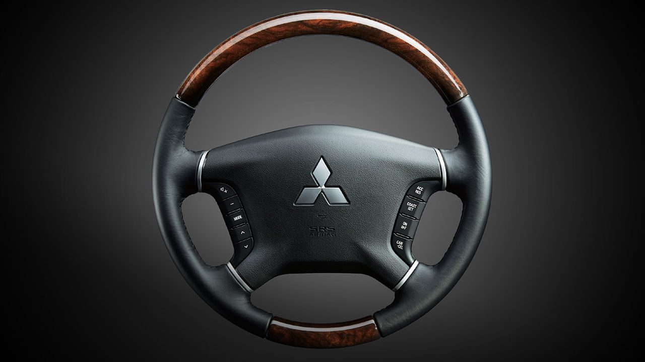 Luxurious wood-printed steering-wheel