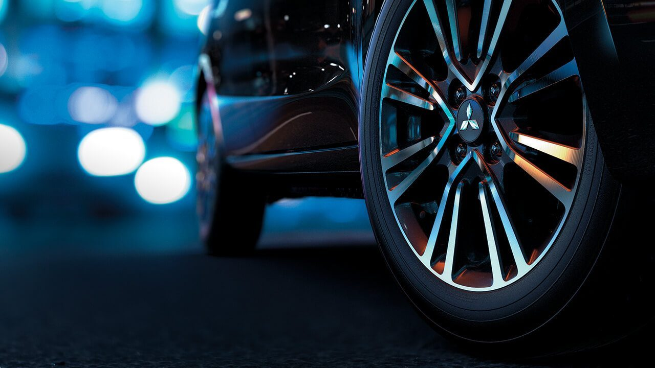 Two tone alloy wheel
