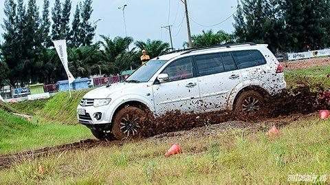 """Mitsubishi Pajero Sport – hậu duệ của """"vua đường đua Dakar Rally"""""""