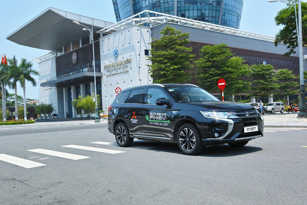 Mitsubishi Motors bàn giao xe điện đến TP. Đà Nẵng