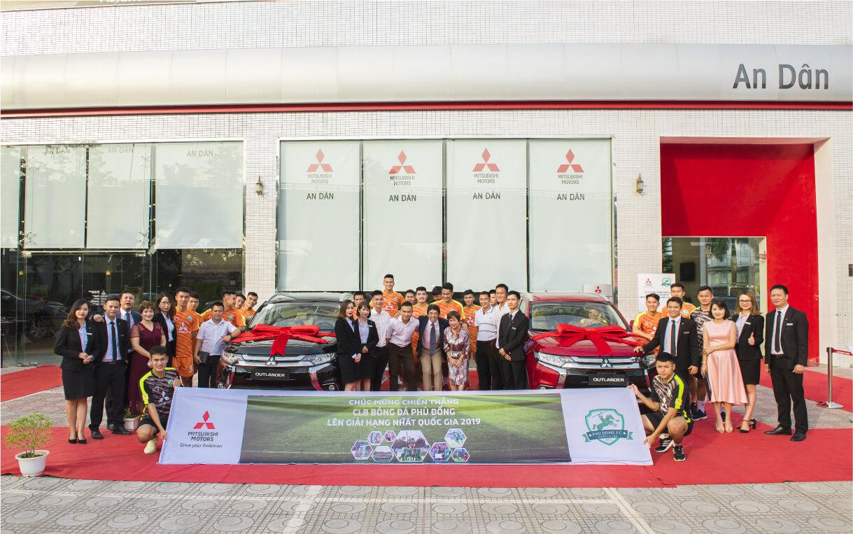 Mitsubishi Motors Việt Nam cùng CLB bóng đá Phù Đổng mừng thăng giải Hạng Nhất Quốc gia 2019