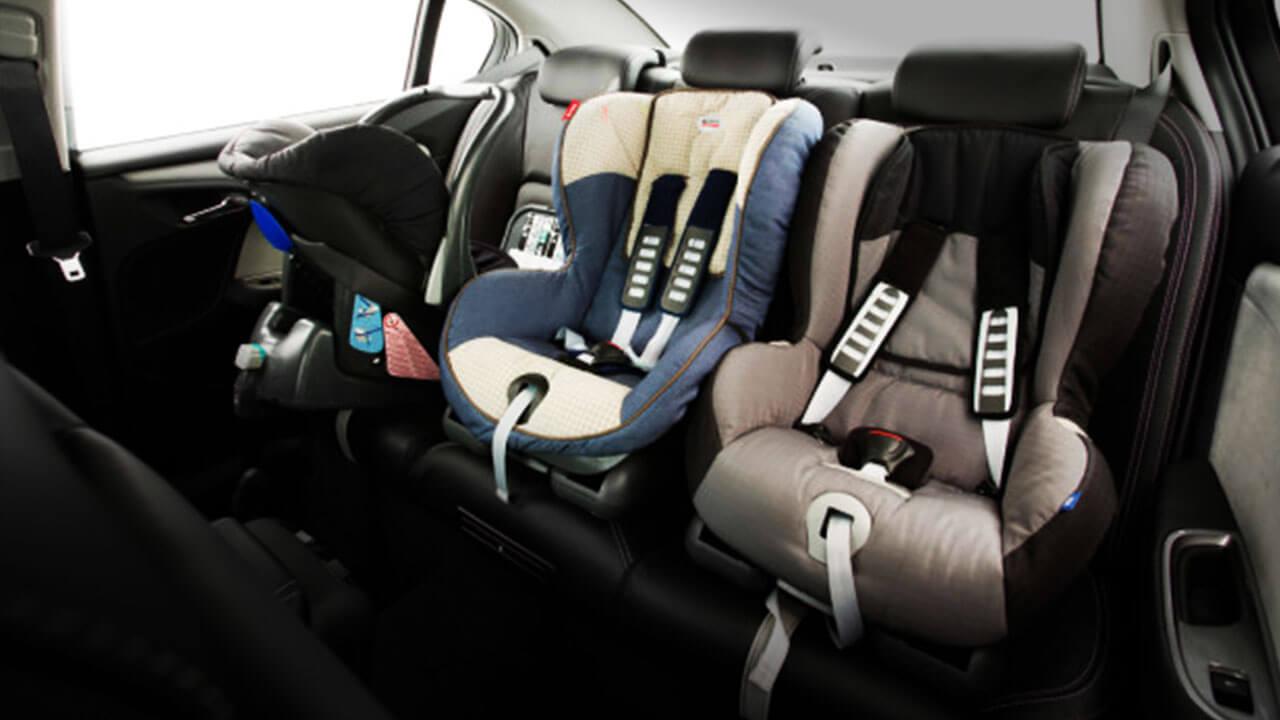 Keychains mounted child seats