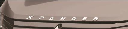 Logo Xpander trên nắp capô
