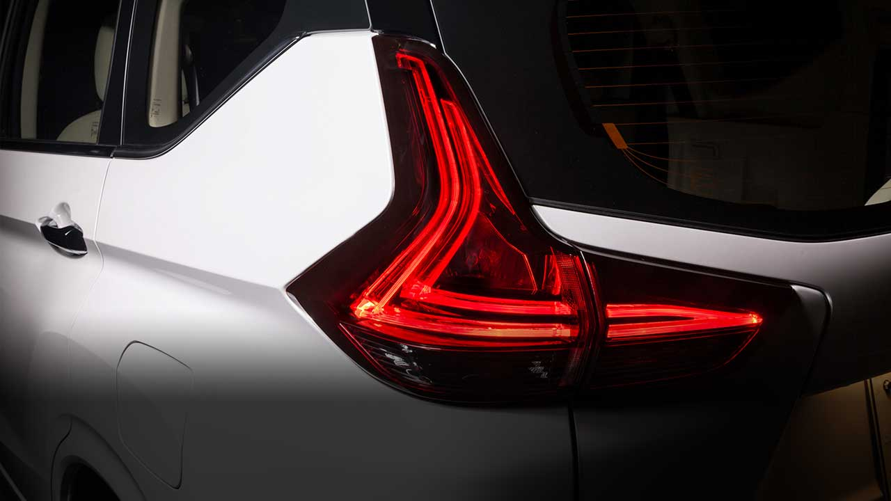 Rear LED lamps with L-shape