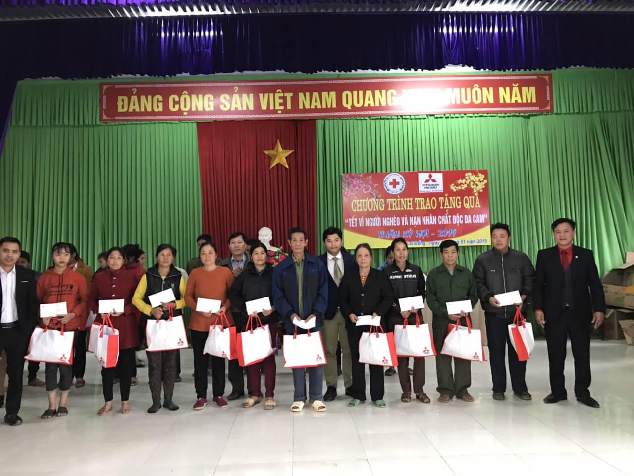 Mitsubishi Motors Việt Nam thăm và tặng quà Tết cho người nghèo