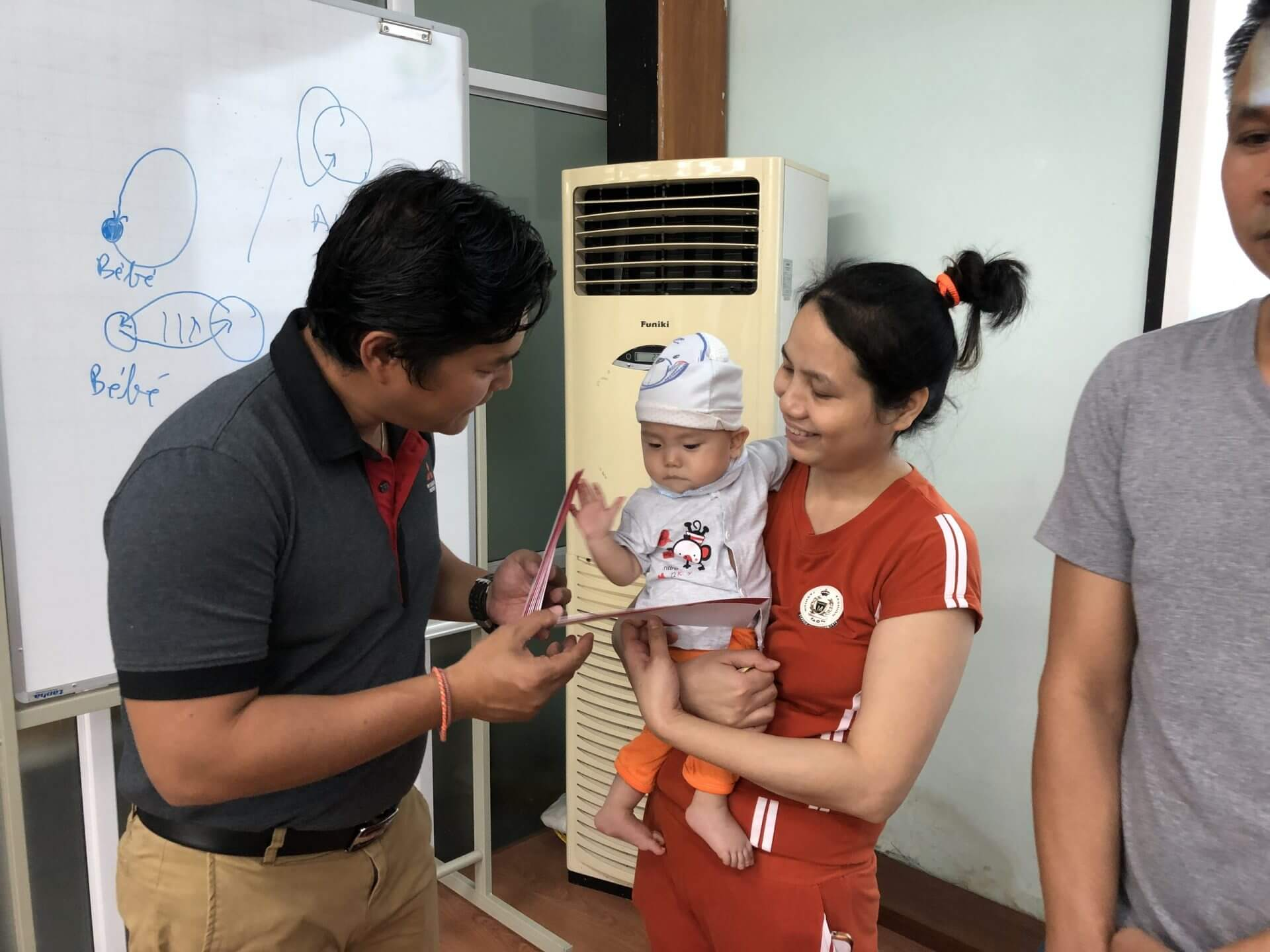 Mitsubishi Motors Việt Nam trao quà tại Bệnh viện Nhi Trung ương
