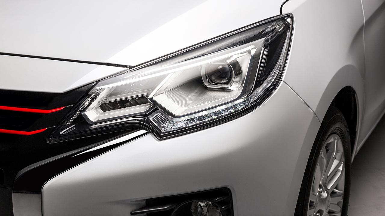 Hệ thống đèn chiếu sáng phía trước của Mitsubishi Attrage