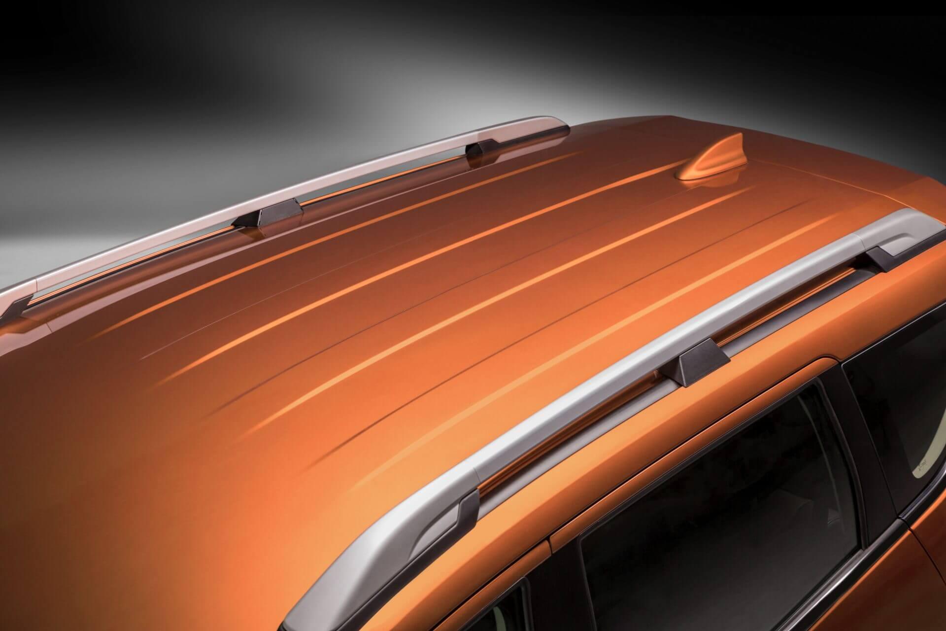 Mitsubishi Xpander Cross được trang bị thêm giá nóc