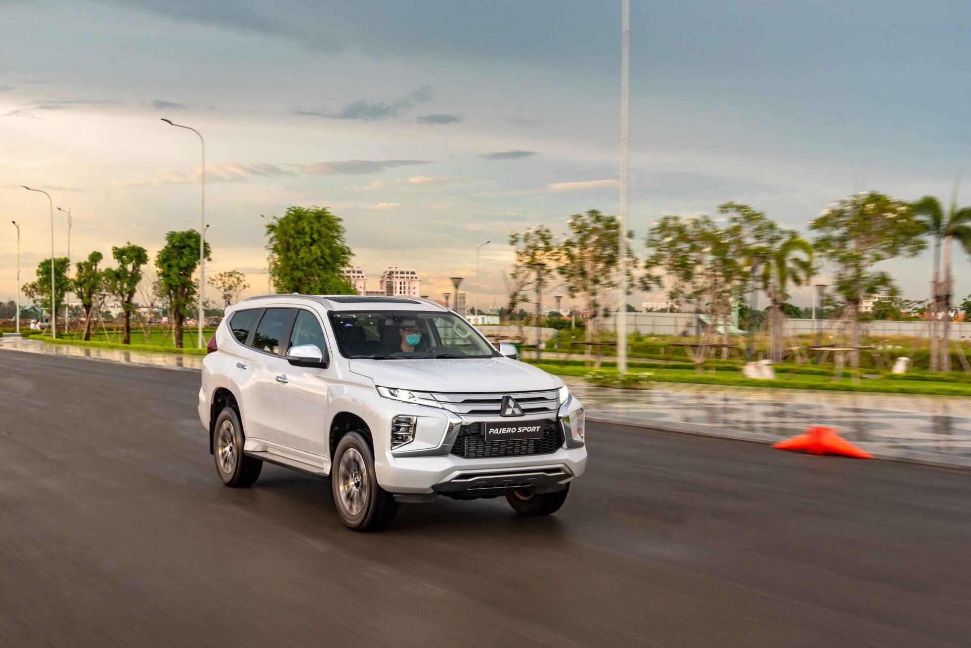 Mitsubishi pajero sport 2021 mới vận hành mạnh mẽ an toàn cao cấp tiện ích thông minh - 1