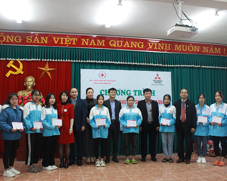 Mitsubishi Motors Vietnam Co., Ltd. donated 100 scholarships of 2nd Semester of School year 2020-2021 to the students who have been overcoming difficulties to continuous study in Thai Nguyen and Quang Ngai Provinces.